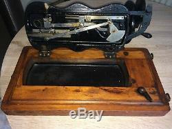 1890 Base De Violon Chanteur Antique 12k Machine À Coudre Manivelle Feuilles D'acanthe