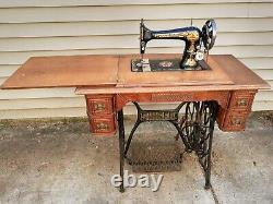 1890 Singer Sewing Machine Sphinx Decal Modèle 27 Avec 5 Tiroir Treadle Cabinet