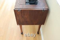 1926 Singer Sewing Machine Avec Singer No 40 Sewing Table / Cabinet Dark Walnut