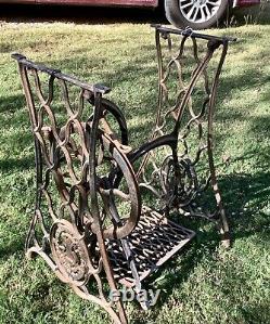 Ancienne Base De Table En Fonte De La Machine À Coudre Singer Treadle
