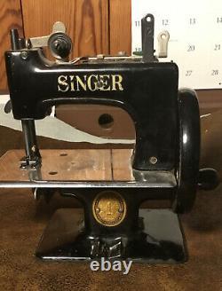 Anciennes Mini Couture Machine Jouet Singer Taille Enfant Presque Mint Condition