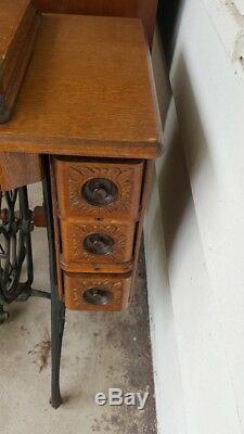 Années 1920, Pas De Machine À Coudre 66 Chanteur Dans Le Cabinet Orné En Excellent Conditionp