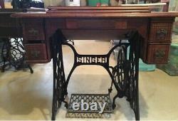 Antique 1899 Singer Treadle Machine À Coudre Dans L'armoire