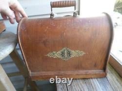 Antique 1905 Singer 24 Chain Stitch Hand Crank Machine À Coudre Avec Bentwood Case