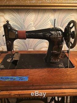 Antique 1910 Chanteur Machine À Coudre Avec Treadle Cabinet
