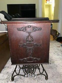 Antique 1910 Chanteur Treadle Machine À Coudre Avec 7 Tiroirs Cabinet Modèle # G4406061