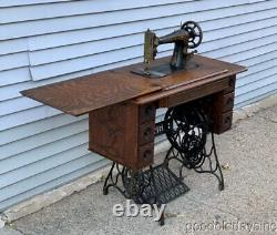 Antique 1910 Singer Machine À Coudre Avec Treadle Oak Cabinet Cast Iron Base