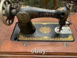 Antique 1910 Singer Machine À Coudre Avec Treadle Original Cabinet Et Accessoires