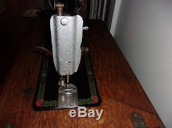 Antique 1913 Chanteur Machine À Coudre À Pédale Withoriginal Cabinet Red Eye Model 66-1