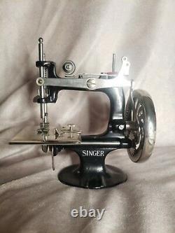 Antique 1914 Singer Toy Machine À Coudre