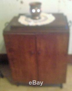 Antique 1925 Fonte Treadle Base Chanteur Machine À Coudre En Chêne Cabinet