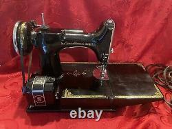 Antique 1940 Singer 221 Scroll Avant Featherweight Machine À Coudre Avec Pied De Pédale