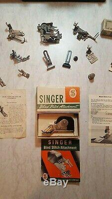 Antique 1950 Chanteur Poids Plume 221 Machine À Coudre Avec Étui, Et Les Nombreuses
