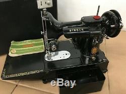 Antique 1955 Chanteur Poids Plume Machine À Coudre 222k, Pas De Commutateur De Pied, Testé
