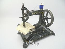 Antique Chanteur Chaînette Machine À Coudre C. 1913 Complet Avec Base En Fonte