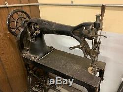 Antique Couture Machine- Chanteur