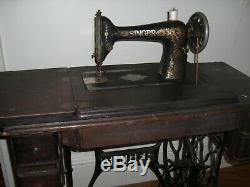 Antique Couture Machine Redeye Singer Modèle 66 Treadle Chêne Cabinet 1920