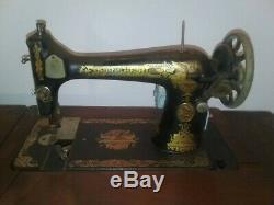 Antique Machines À Coudre Singer Et Table Égyptienne Sphinx Revival Vintage