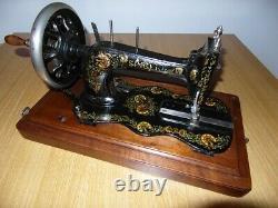 Antique Machines À Coudre Singer Modèle 12k Avec Des Décalques Carnation Ottomans