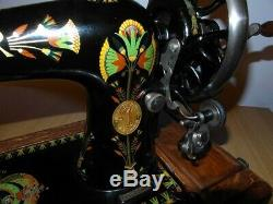 Antique Machines À Coudre Singer Modèle 66k Avec Des Autocollants Fleur De Lotus