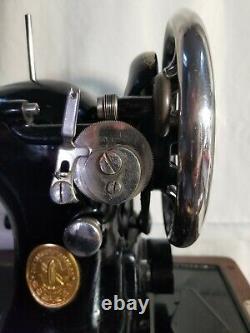 Antique Singer 128-3 Ae 188053 Série Machine À Coudre Avec Boîtier Léger Et En Bois
