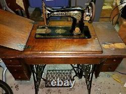 Antique Singer 1919, Treadle Sewing Machine G7221874. Boîte De Puzzle Et Aiguille Spéciale