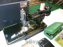 Antique Singer 221k Poids Plume Machine À Coudre. Accessoires De Pédales Case Nice