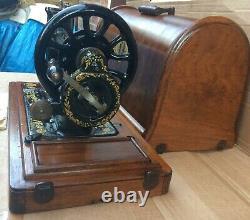 Antique Singer 48k Machine À Coudre Avec Boîtier Et Oeillets Ottomans