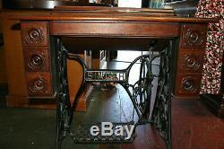 Antique Singer Machine À Coudre Avec Table Ainsi Que Des Accessoires Et De L'huile Can C3991680