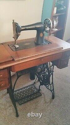 Antique Singer Machine À Coudre Modèle 66 En Oak Cabinet, Pièces Supplémentaires, Clé & Manuel