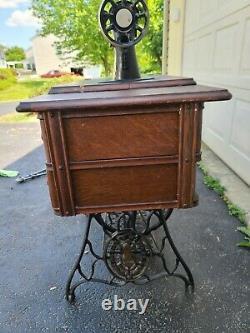 Antique Singer Machine À Coudre Modèle 66 Rouge Eye Fabriqué En 1919