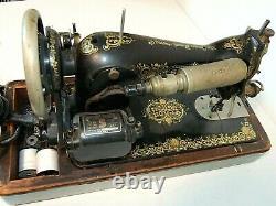 Antique Singer Modèle 15 Machine De Souvetage De 1923, Pain D'épices, Avec Étui En Bois