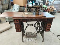 Antique Singer No. 66 Machine À Coudre Et Treadle Table Avec Manuel D'origine