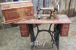 Antique Singer Pédale Sphinx Couture Machine En Cabinet Withattachments Puzzle Box
