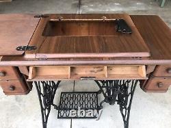 Antique Singer Treadle Machine À Coudre Armoire De Table En Fonte De Fer Bois Tiger Chêne