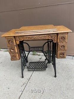 Antique Singer Treadle Machine À Coudre Avec Fantastic Ornate Oak Cabinet Finish