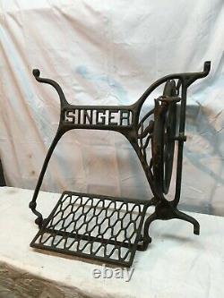 Antique Singer Treadle Machine À Coudre Cast Iron Base Pièces Roue Et Pédale