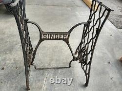 Antique Singer Treadle Machine À Coudre Fond De Base En Fonte Pieds De Table