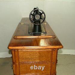 Antique Singer Treadle Machine À Coudre, Modèle/classe 66