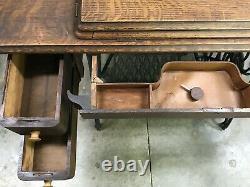 Antique Singer Treadle Sewing Machine Cabinet Table 4 Drawer Oak, Fonte, Vtg