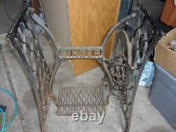Antique Singer Treadle Sewing Machine Cast Fer Base Jambes Wood Pitman Arm