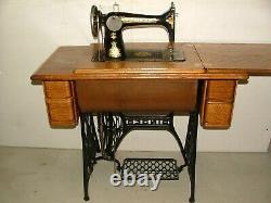 Antique Singer Treadle Sewing Machine, Modèle/classe 127