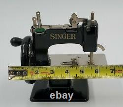 Antique Vintage Années 1920 Singer Model 20 Child's Couture Machine