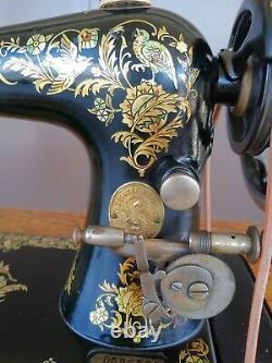 Belle 1908 Chanteur 27 Machine À Coudre Dans 7 Armoires À Tiroirs Avec Décalcomanies Éphémères