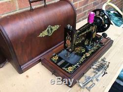 Belle Antique Singer 48k Machine À Coudre Avec Des Décalques Carnation Ottomans