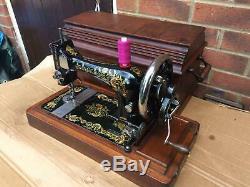 Belle Chanteur Antique 28k Machine À Coudre Avec Des Décalques Carnation Ottomans