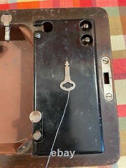 Boite À Coudre À La Machine À Coudre Presque Antique Bentwood Avec Clé Vers 1924