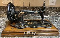 Chanteur 12k Antique 1879-1880 Fiddle Base De Manivelle Machine À Coudre Feuilles D'acanthe