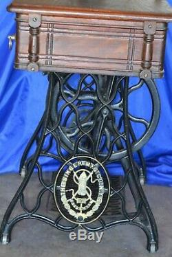 Chanteur 27 Vs2 Fiddle Base De Longue Navette Treadle Machine À Coudre Serviced 1889