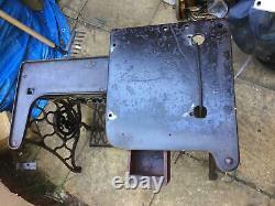 Chanteur 29k Cylindre Bras Cuir Patcher Industriel Machine À Coudre Support / Base
